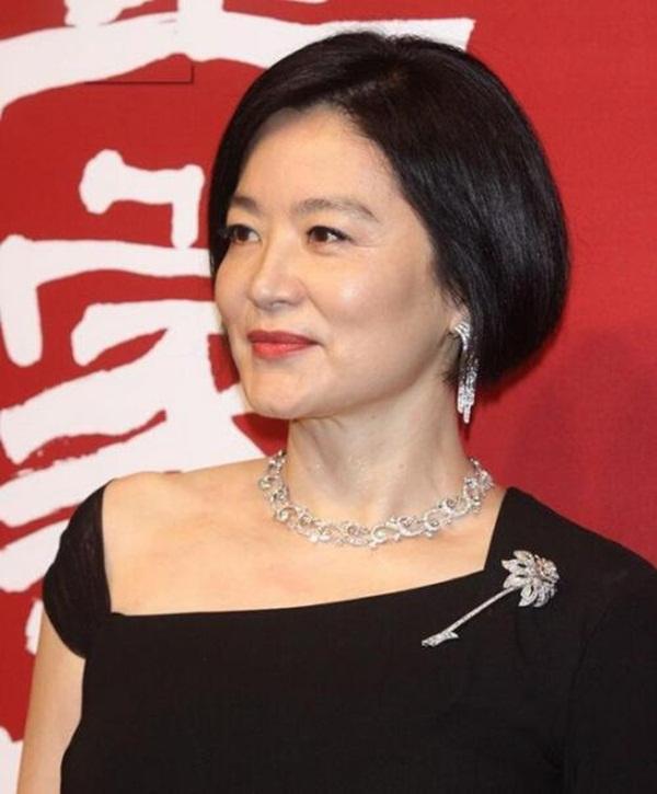 Nhan sắc tuổi U70 của đệ nhất mỹ nhân khiến Châu Tinh Trì ngưỡng mộ, mê mẩn-1