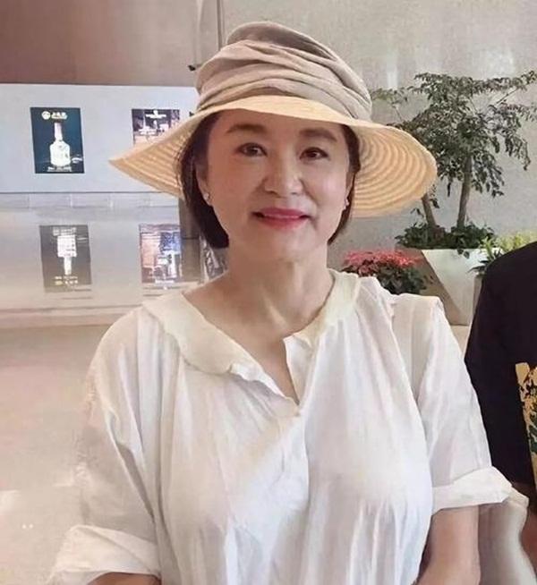 Nhan sắc tuổi U70 của đệ nhất mỹ nhân khiến Châu Tinh Trì ngưỡng mộ, mê mẩn-2