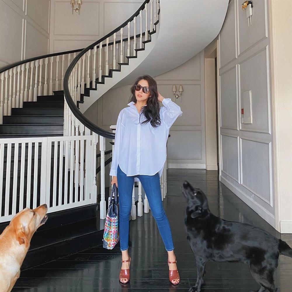 Diện quần jeans, mỹ nhân Việt cứ mix với 4 kiểu giày sau là trọn vẹn xịn đẹp và có khi còn kéo chân dài tít tắp-11
