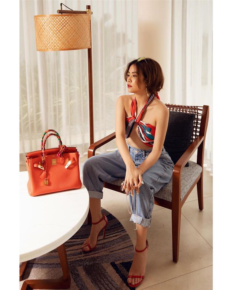 Diện quần jeans, mỹ nhân Việt cứ mix với 4 kiểu giày sau là trọn vẹn xịn đẹp và có khi còn kéo chân dài tít tắp-2