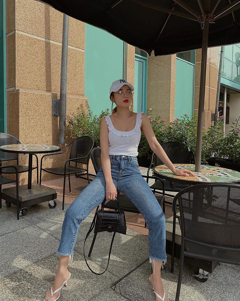 Diện quần jeans, mỹ nhân Việt cứ mix với 4 kiểu giày sau là trọn vẹn xịn đẹp và có khi còn kéo chân dài tít tắp-3
