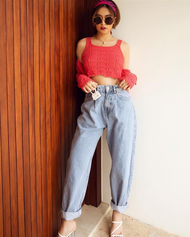 Diện quần jeans, mỹ nhân Việt cứ mix với 4 kiểu giày sau là trọn vẹn xịn đẹp và có khi còn kéo chân dài tít tắp-4
