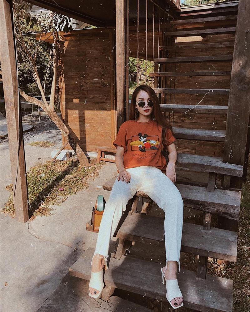 Diện quần jeans, mỹ nhân Việt cứ mix với 4 kiểu giày sau là trọn vẹn xịn đẹp và có khi còn kéo chân dài tít tắp-13