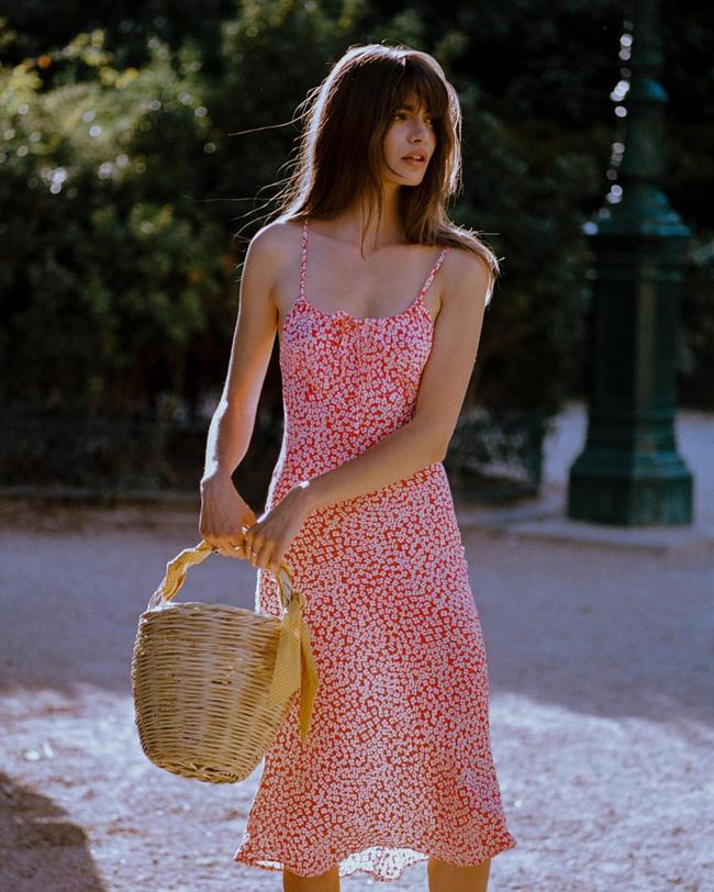 Gái Pháp có cả chục cách diện váy hai dây xinh lịm tim và cực ăn ảnh, ngắm rồi chị em sẽ muốn áp dụng tới bến thì thôi-2