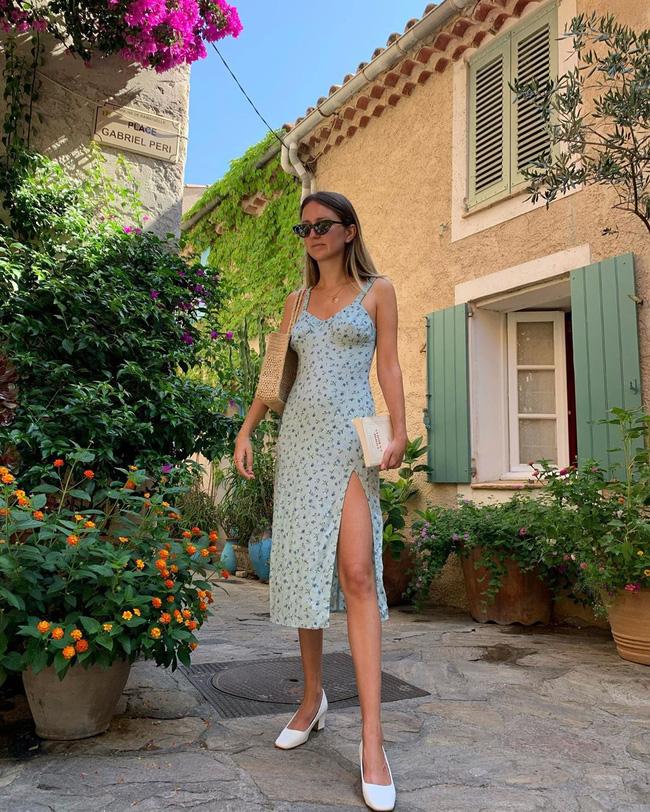 Gái Pháp có cả chục cách diện váy hai dây xinh lịm tim và cực ăn ảnh, ngắm rồi chị em sẽ muốn áp dụng tới bến thì thôi-4