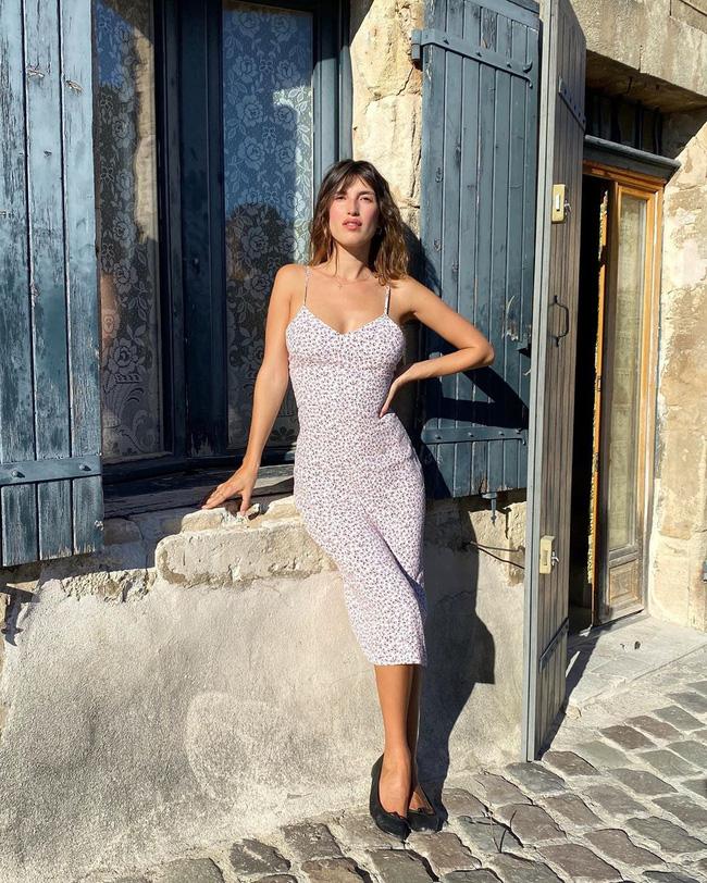 Gái Pháp có cả chục cách diện váy hai dây xinh lịm tim và cực ăn ảnh, ngắm rồi chị em sẽ muốn áp dụng tới bến thì thôi-5