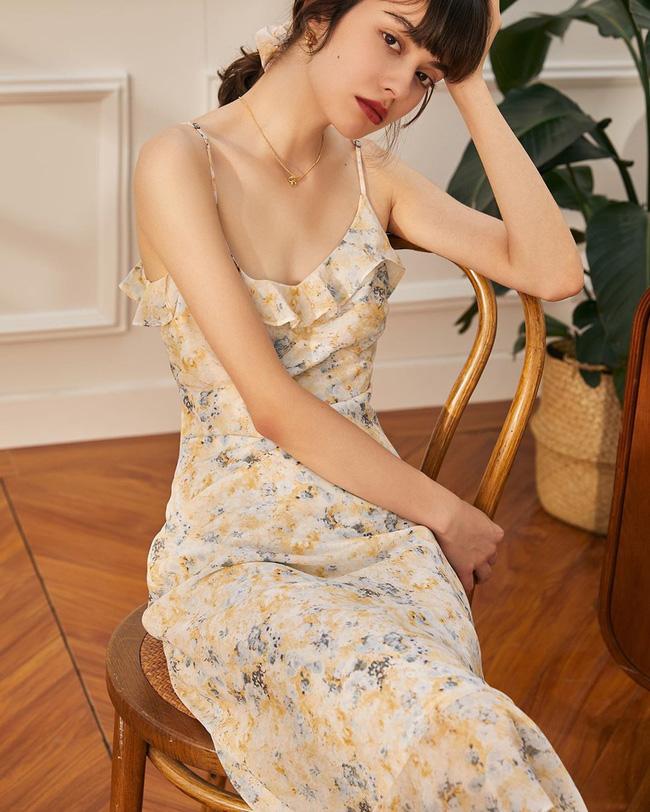 Gái Pháp có cả chục cách diện váy hai dây xinh lịm tim và cực ăn ảnh, ngắm rồi chị em sẽ muốn áp dụng tới bến thì thôi-6