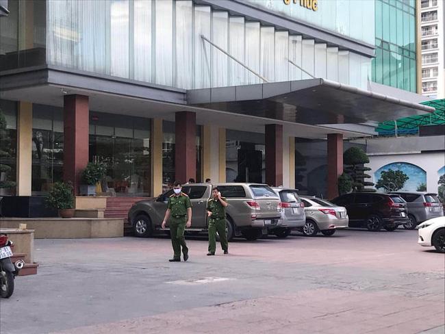 Theo mẹ đi làm, bé trai 5 tuổi rơi từ tầng 9 khách sạn tử vong thương tâm-2