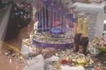 Tổ chức đám cưới đúng mùa Covid-19 mà chẳng thể hoãn, mỗi nhà khiêng một mâm cỗ về ăn để tránh tụ tập đông người-3