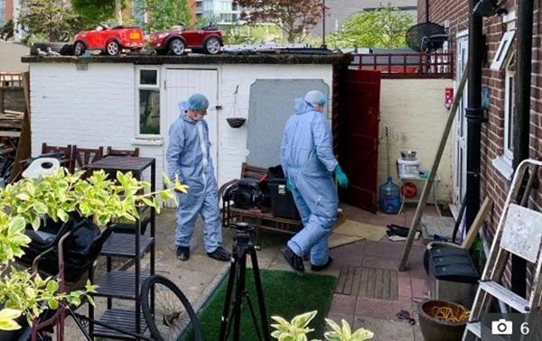 Thấy người đàn ông xịt khử mùi quanh tủ lạnh, thợ điện mở ra phát hiện điều kinh hoàng-3