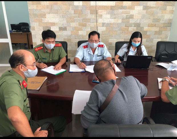 """Hướng dẫn viên khoe chiến tích"""" dẫn đoàn khách tẩu thoát khỏi Đà Nẵng bị phạt 10 triệu đồng-1"""