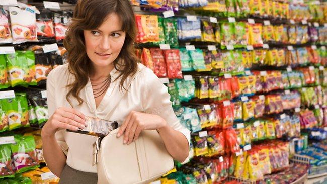 Nữ triệu phú ăn cắp 1 tuýp kem đánh răng ở siêu thị lúc 4 giờ sáng và hiện tượng kỳ lạ của giới nhà giàu không phải ai cũng hiểu-2