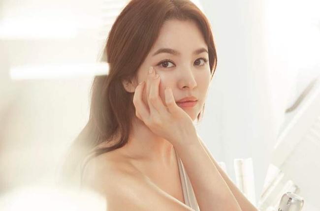 Song Hye Kyo vừa phủ nhận tin đồn tái hợp Hyun Bin, dân tình lại tìm ra danh tính chàng trai trong bức hình khiến nhiều người hiểu nhầm?-4