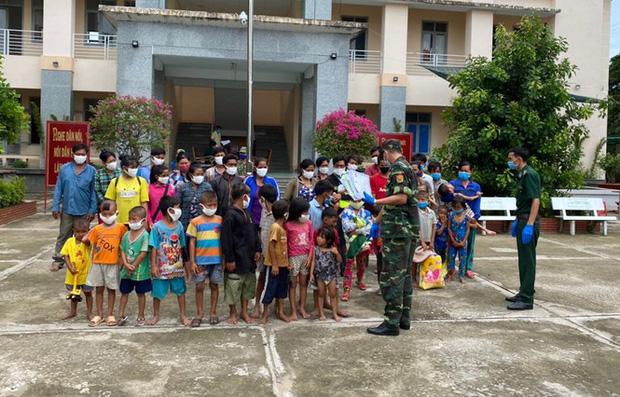 Ngăn chặn 7 hộ gia đình nhập cảnh trái phép vào Việt Nam bằng đường thủy-1