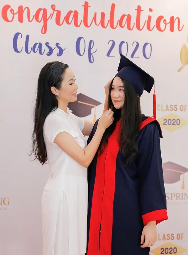 Học lỏm bí quyết khéo dạy con của Á hậu Trịnh Kim Chi: Gái lớn có tài lại có nết; gái nhỏ giản dị, khiêm nhường-4