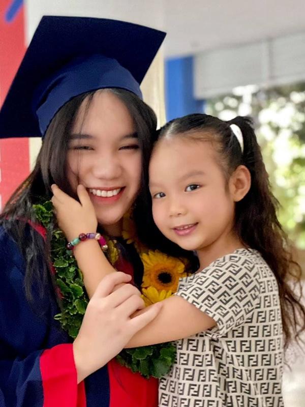 Học lỏm bí quyết khéo dạy con của Á hậu Trịnh Kim Chi: Gái lớn có tài lại có nết; gái nhỏ giản dị, khiêm nhường-5