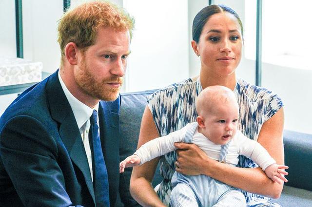 Vợ chồng Meghan Markle tiết lộ thông tin mới về bé Archie khiến dư luận phẫn nộ, yêu cầu giải cứu đứa trẻ ngay lập tức-1