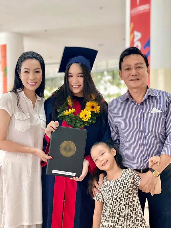 Học lỏm bí quyết khéo dạy con của Á hậu Trịnh Kim Chi: Gái lớn có tài lại có nết; gái nhỏ giản dị, khiêm nhường-1