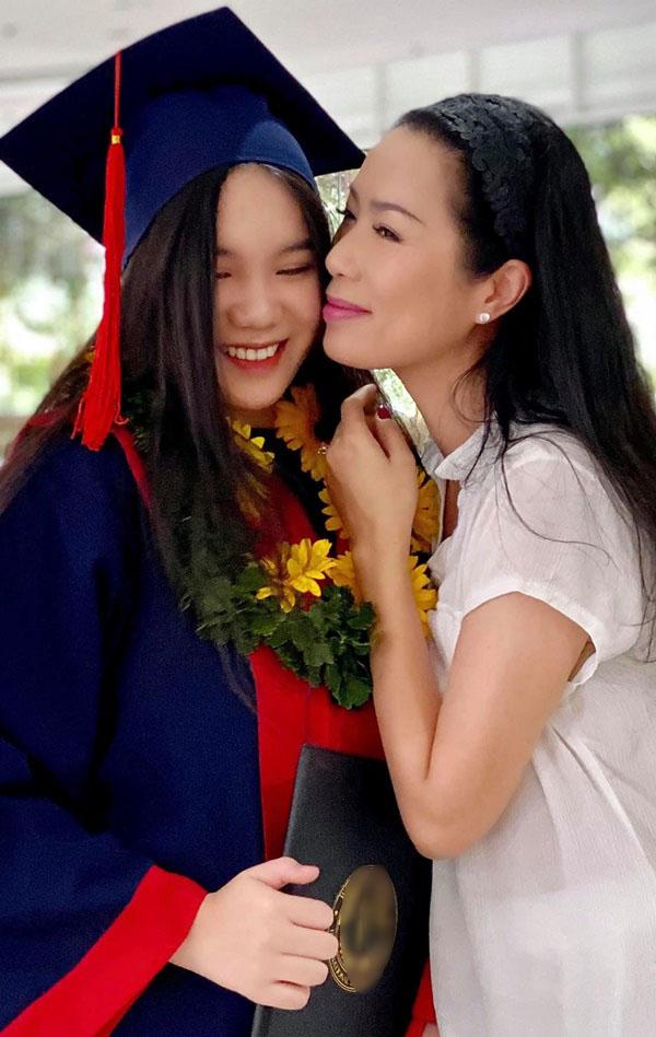 Học lỏm bí quyết khéo dạy con của Á hậu Trịnh Kim Chi: Gái lớn có tài lại có nết; gái nhỏ giản dị, khiêm nhường-2
