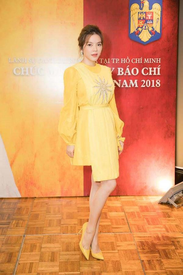 Đụng hàng loạt sao Việt trắng trẻo, hoa hậu Vbiz chứng tỏ da ngăm vẫn vô tư mặc màu nổi-2