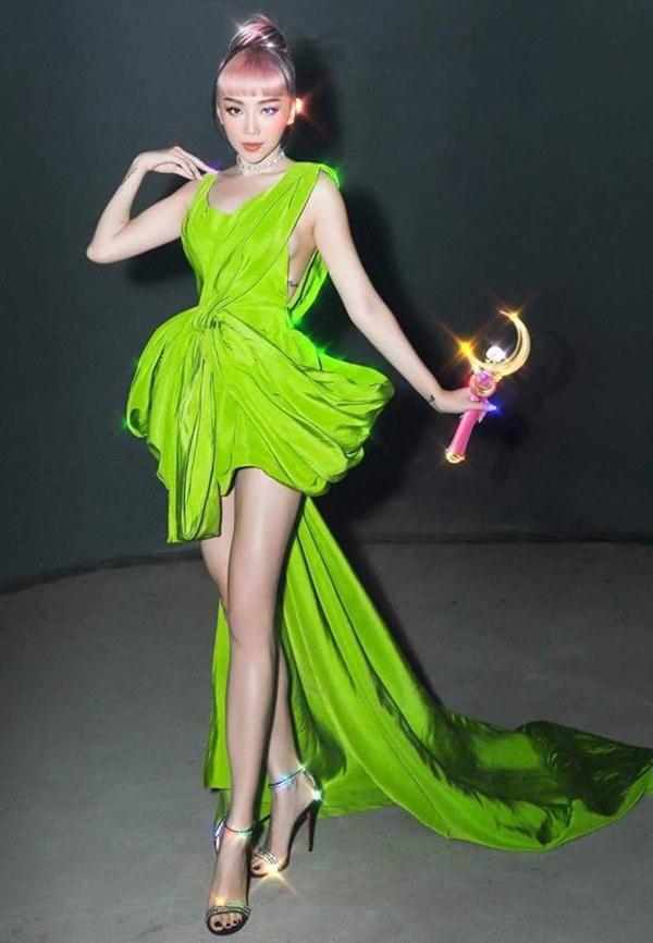 Đụng hàng loạt sao Việt trắng trẻo, hoa hậu Vbiz chứng tỏ da ngăm vẫn vô tư mặc màu nổi-6