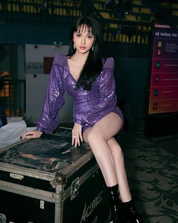 Đụng hàng loạt sao Việt trắng trẻo, hoa hậu Vbiz chứng tỏ da ngăm vẫn vô tư mặc màu nổi-12