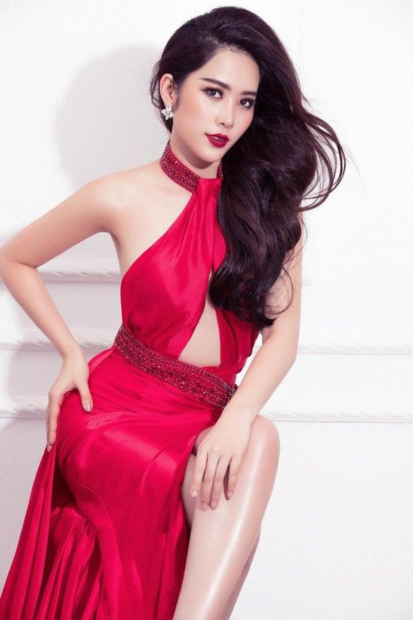 Đụng hàng loạt sao Việt trắng trẻo, hoa hậu Vbiz chứng tỏ da ngăm vẫn vô tư mặc màu nổi-16
