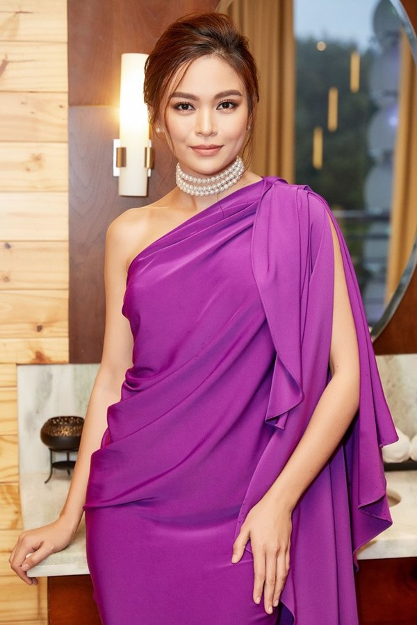 Đụng hàng loạt sao Việt trắng trẻo, hoa hậu Vbiz chứng tỏ da ngăm vẫn vô tư mặc màu nổi-18