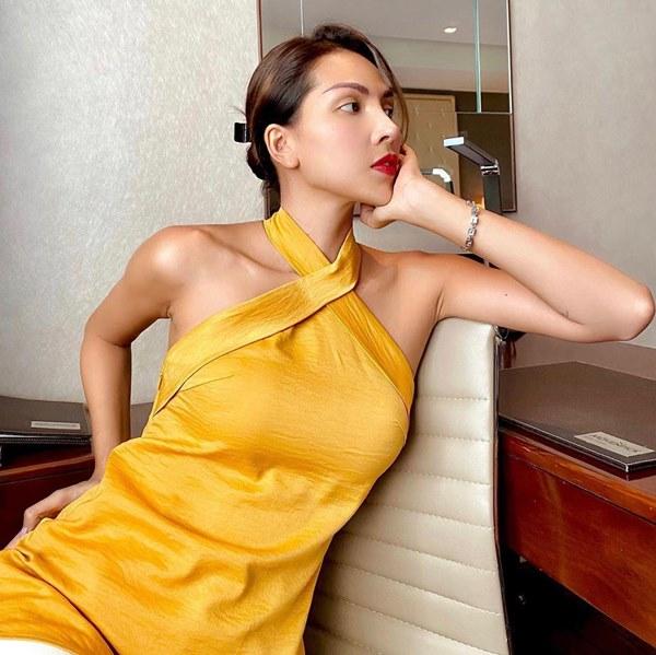 Đụng hàng loạt sao Việt trắng trẻo, hoa hậu Vbiz chứng tỏ da ngăm vẫn vô tư mặc màu nổi-21