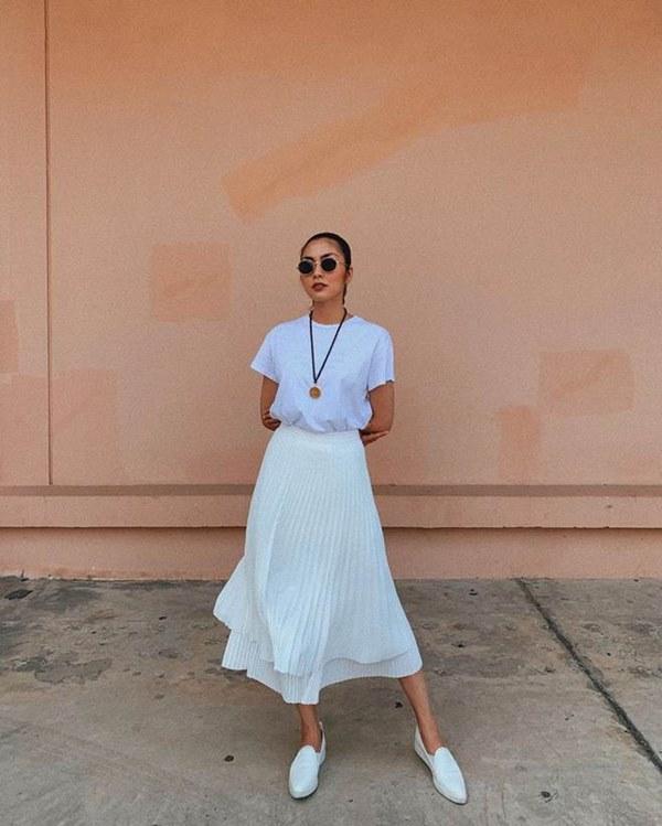 Đụng hàng loạt sao Việt trắng trẻo, hoa hậu Vbiz chứng tỏ da ngăm vẫn vô tư mặc màu nổi-23