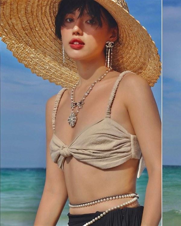 Đụng hàng loạt sao Việt trắng trẻo, hoa hậu Vbiz chứng tỏ da ngăm vẫn vô tư mặc màu nổi-24