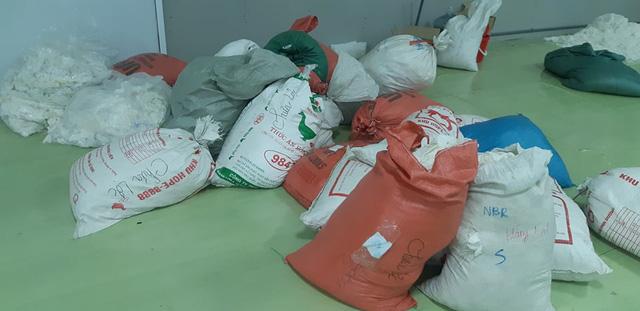 Hàng chục tấn găng tay đã qua sử dụng được tái chế để... bán ra thị trường-2