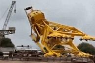 Kinh hoàng cảnh siêu cần cẩu nặng 70 tấn bất ngờ đổ sập khiến 11 người tử vong