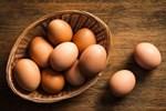 Tại sao không nên bảo quản trứng ở cánh cửa tủ lạnh?