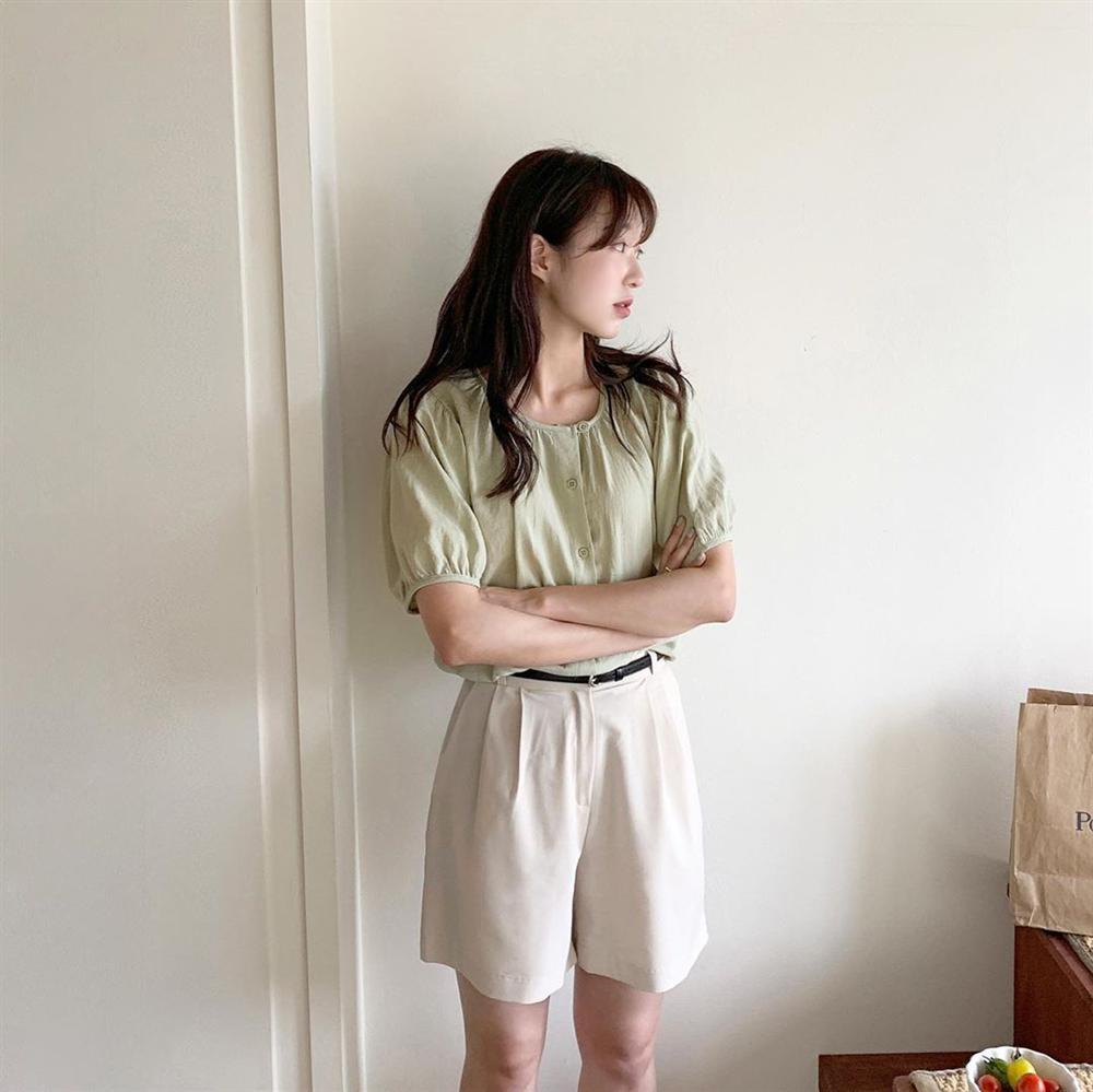 BTV thời trang update tủ đồ đẹp từ Hè sang Thu chỉ với 5 món, style có khi còn lên đời mạnh mẽ-6
