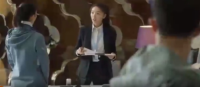 Phim hot 30 chưa phải là hết: Lộ cảnh trà xanh lần đầu gặp Cố Giai, mặt dày hỏi han trong khi gã chồng tồi đứng cạnh-1