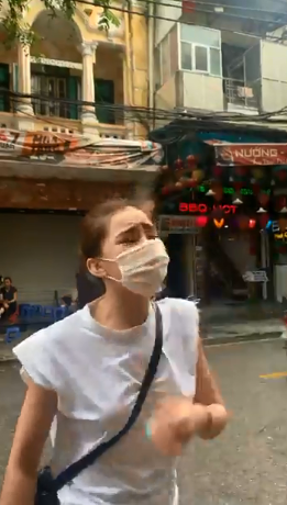 Lưu Đê Ly và anti-fan ẩu đả giữa phố Hàng Buồm-1