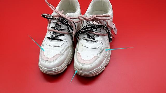 Giày trắng dễ bẩn và quá khó để giặt sạch hẳn? Hãy làm theo cách này giày sẽ trắng sáng chỉ trong vài phút-1