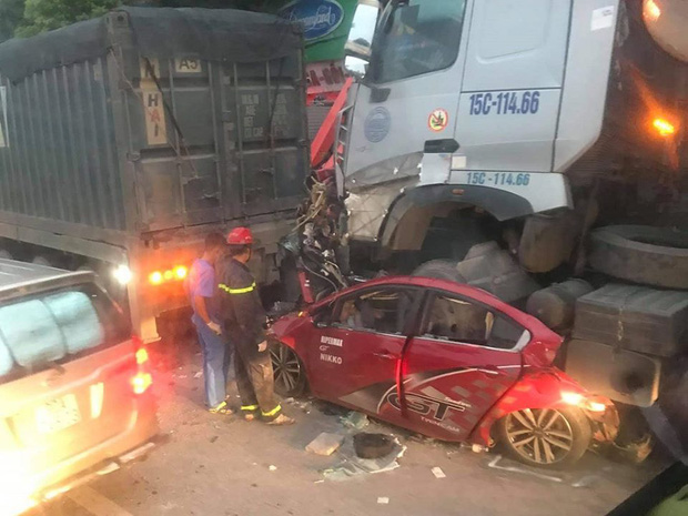 Hà Nội: Tai nạn liên hoàn lúc rạng sáng, 3 người trong ô tô tử vong-1