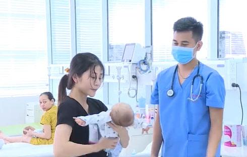 Bé 29 ngày tuổi bị sốc nhiễm khuẩn do mẹ sắc thuốc nam uống để chữa sốt cho con-2