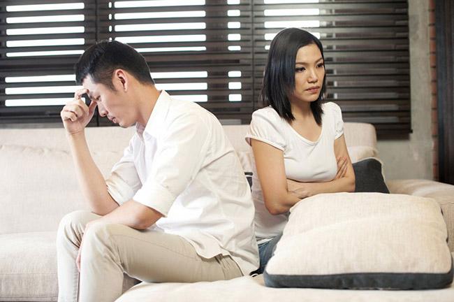 Cô vợ khổ vì chồng quá ga-lăng với phụ nữ, chị em nhờ vả là không nỡ từ chối, 4 lần định đâm đơn ly hôn-1