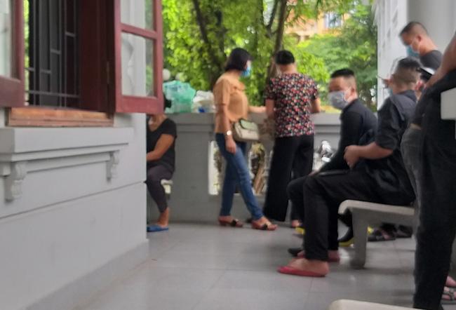 Vụ container tông xe con dừng đèn đỏ làm 3 người chết ở Hà Nội: Chuyến xe định mệnh đưa cặp vợ chồng đi lễ rằm-2