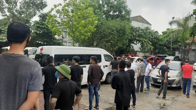 Vụ container tông xe con dừng đèn đỏ làm 3 người chết ở Hà Nội: Chuyến xe định mệnh đưa cặp vợ chồng đi lễ rằm-4