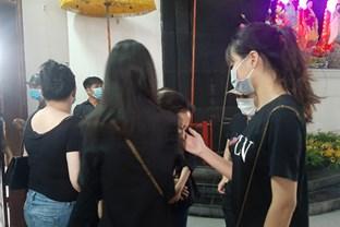 Vụ container tông xe con dừng đèn đỏ làm 3 người chết ở Hà Nội: Chuyến xe định mệnh đưa cặp vợ chồng đi lễ rằm