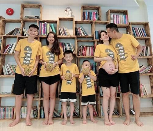 Sau sinh 4 con chồng vẫn dính vợ như keo, 8X Hà Nội vỡ kế hoạch có bầu lần 5-1