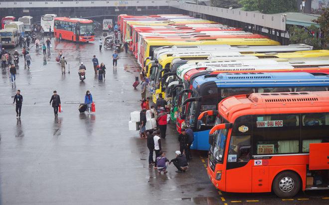Hà Nội tìm kiếm những hành khách đi chung chuyến xe với bệnh nhân 620-1