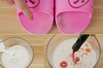 Đừng chỉ rửa dép bằng nước, hãy làm theo mẹo này, dép bám bẩn cứng đầu đến mấy cũng sạch bóng như mới