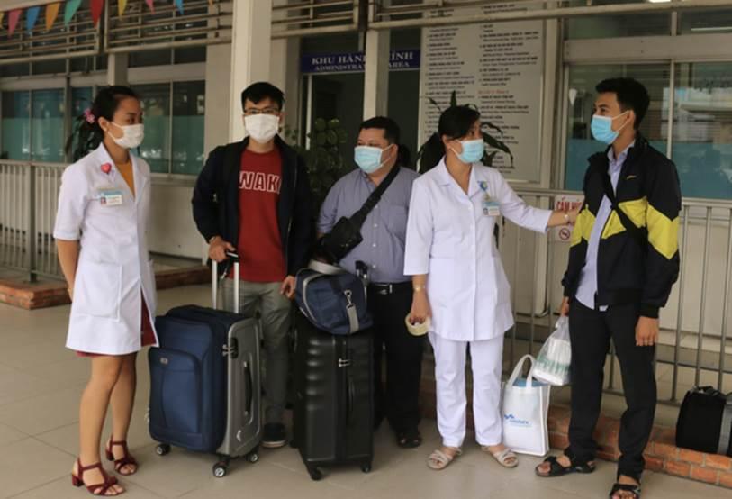 Thêm 2 nhân viên y tế Bệnh viện Chợ Rẫy tức tốc ra Đà Nẵng hỗ trợ chống dịch COVID-19-1