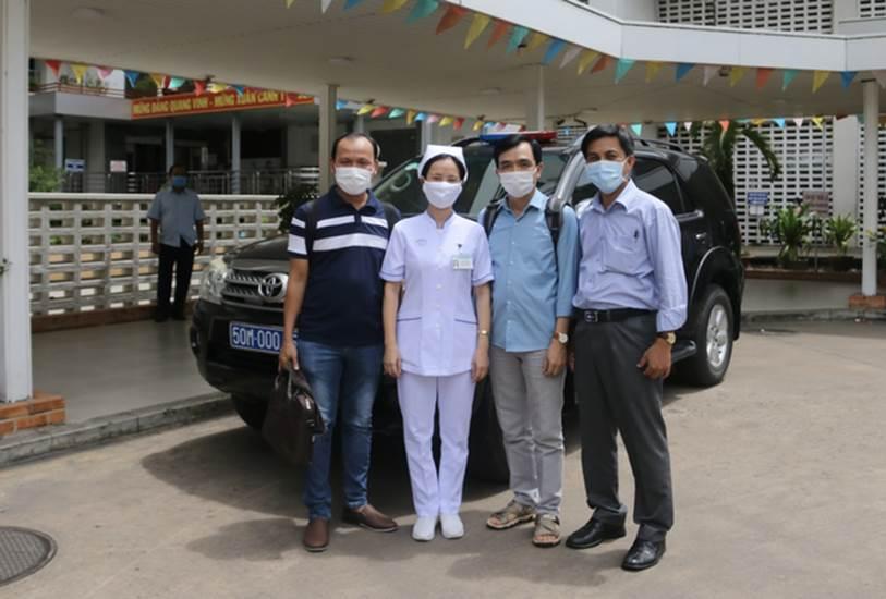 Thêm 2 nhân viên y tế Bệnh viện Chợ Rẫy tức tốc ra Đà Nẵng hỗ trợ chống dịch COVID-19-2