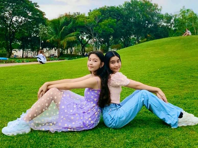 Bất chấp mẹ chụp cam thường, 2 tiểu thư nhà MC Quyền Linh vẫn đẹp điên đảo: Bảo sao bị hối đi thi Hoa hậu ngay và luôn!-1